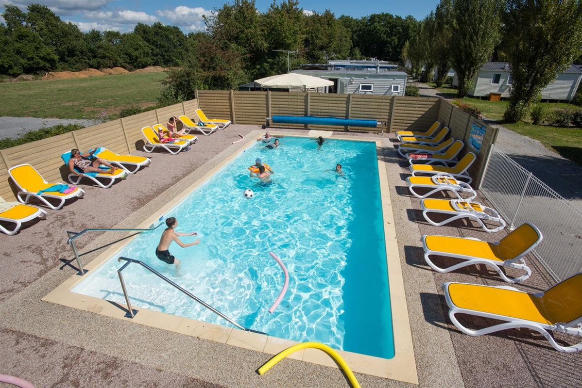 Camping ambon avec wifi salle de jeux services camping for Camping cahors avec piscine